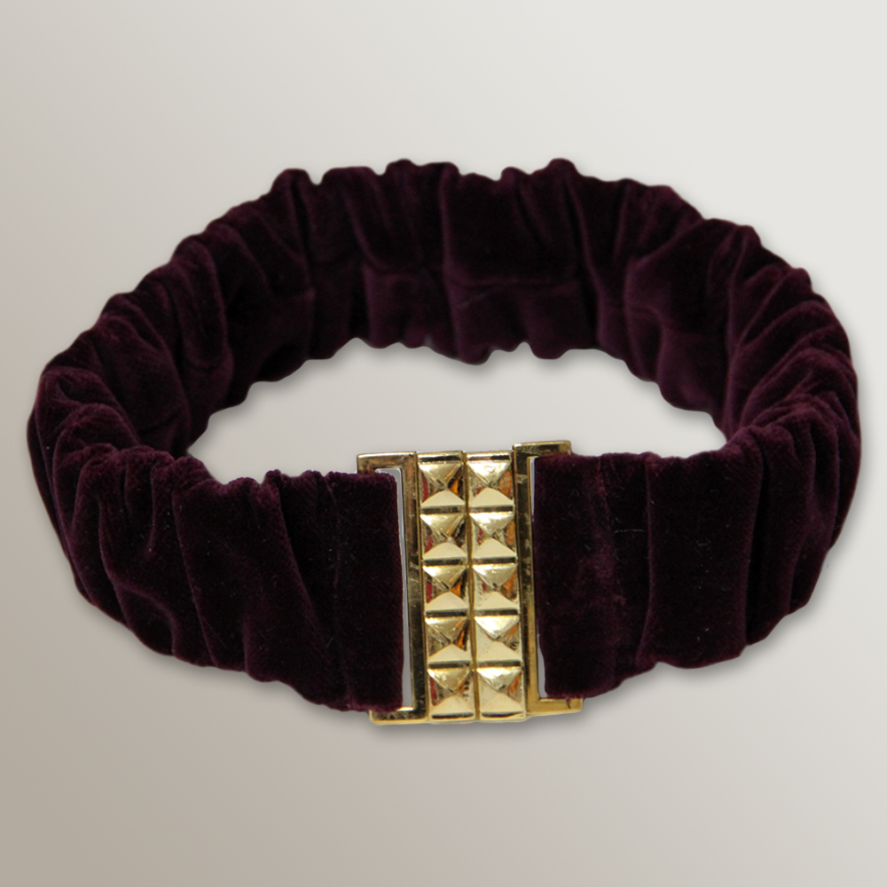 Gartel shaped Gold Square buckle